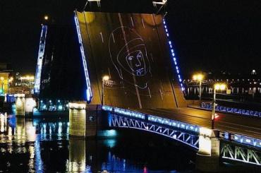 Проекция изображения Гагарина появилась наДворцовом мосту