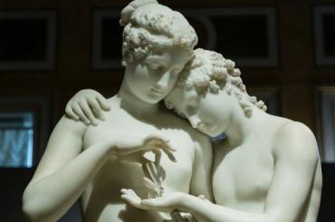 Эрмитаж обвинили в«развращении несовершеннолетних» из-за скульптур
