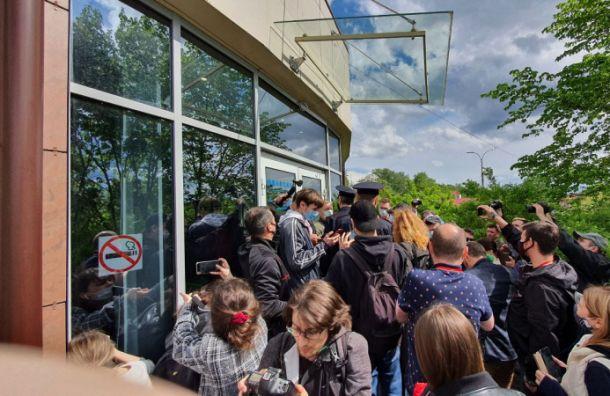 Полиция прервала заседание депутатов «Земского съезда» вВеликом Новгороде