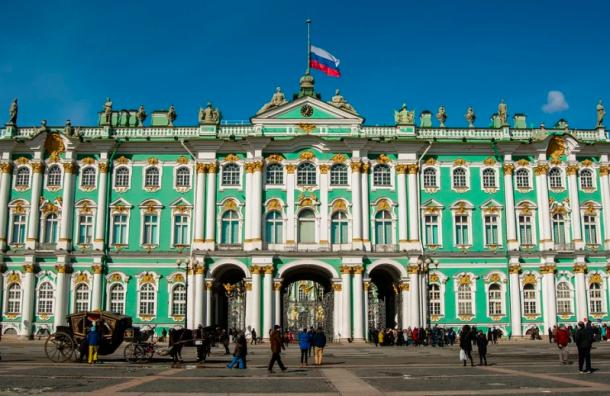 Петербург вошел тройку популярных городов для туристов-одиночек