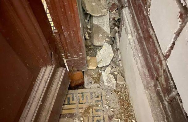 Жители дома на Васильевском острове борются с несанкционированным ремонтом парадной