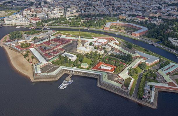 Перед салютом Петропавловскую крепость продезинфицируют