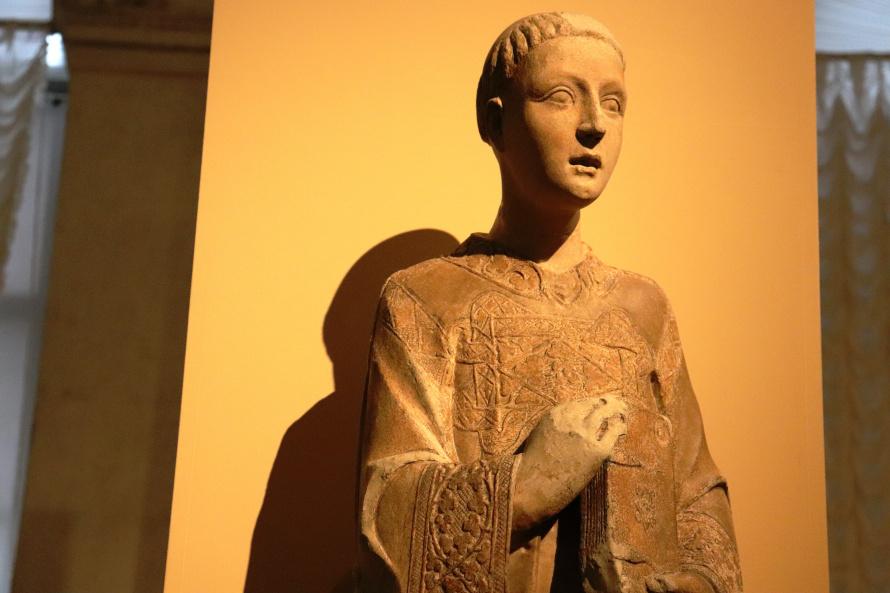 святой Лаврентий, скульптура главного портала Дворца Приоров в Перудже. 1325-1330. мрамор.jpg