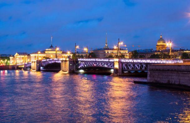 Дворцовый мост изменит подсветку вчесть «Ночи музеев»