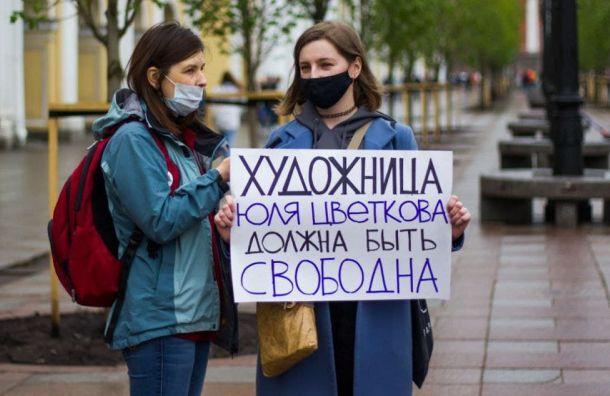 Полиция задержала петербургскую активистку навыходе издома