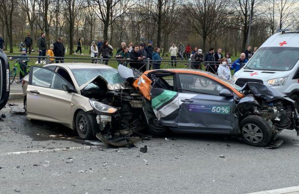 Водитель каршеринга попал в жестокое ДТП на Луначарского