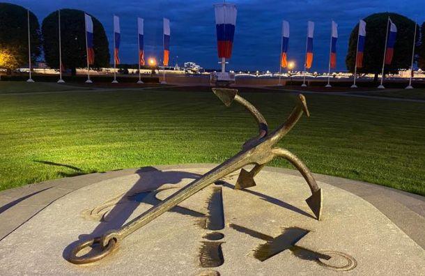 В честь Дня города две скульптуры в Петербурге получили подсветку
