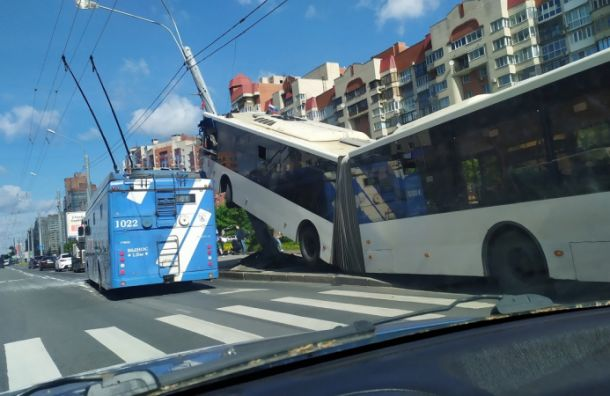 Комздрав рассказал осостоянии пострадавших вДТП наЛенинском проспекте