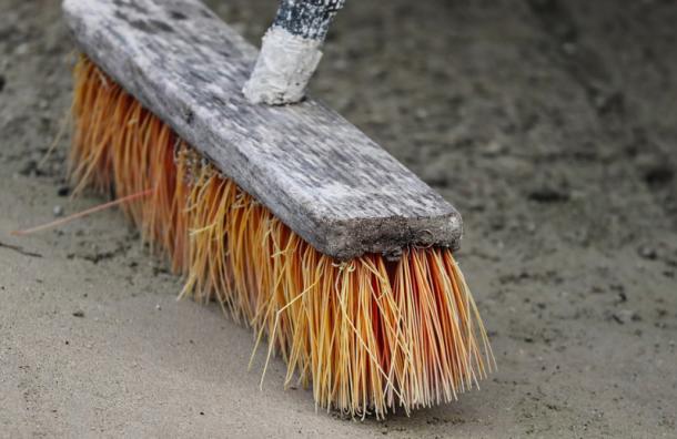 ВСмольном попросили петербуржцев оценить качество весенней уборки