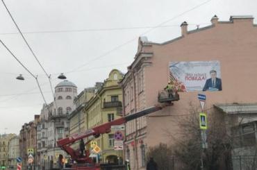 Заночь наПетроградской стороне исчезли три плаката спортретом Макарова