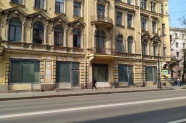 КГИОП заинтересовался незаконными витринами вдоме Шведерского