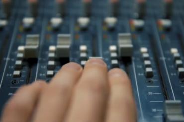 ВДень радио журналисты представили фильм «Волна» орадио «Модерн»