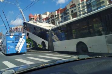 После ДТП наЛенинском автобусы иводители Петербурга пройдут внеплановую проверку