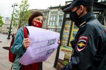 Пикеты вподдержку художницы Юлии Цветковой прошли наНевском проспекте