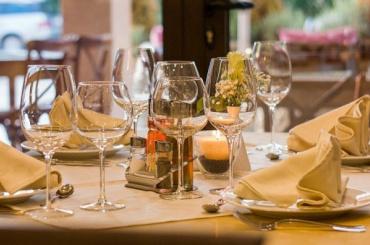 Рестораторы Петербурга лишились до50% выручки из-за пандемии