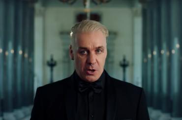 Солист Rammstein исполнил песню военных лет вЭрмитаже