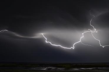 Петербуржцам рассказали, как непопасть под удар молнии