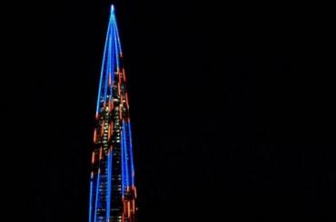 «Лахта центр» украсила огромная георгиевская ленточка— видео