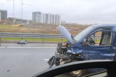 Пассажир вылетел изавтомобиля после страшной аварии наКАД