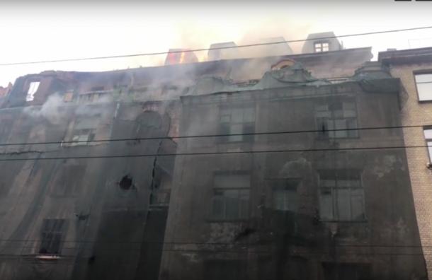 Из-за пожара вдоме Басевича перекрыли Большую Пушкарскую улицу