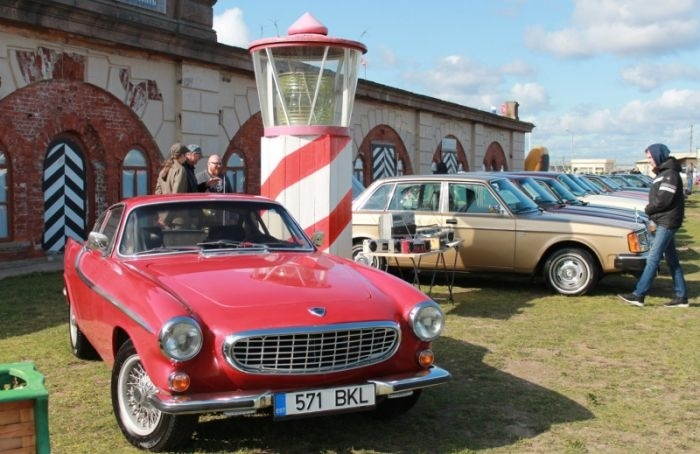 Более 500 ретроавтомобилей покажут вфорту «Константин»