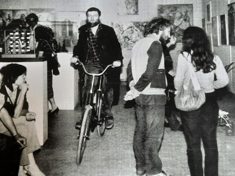 Сотников на велосипеде.jpg