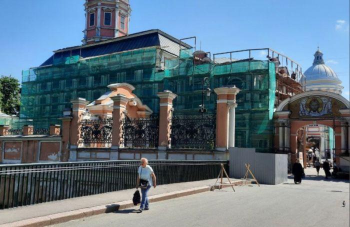 Началась реставрация Благовещенской церкви натерритории Александро-Невской лавры