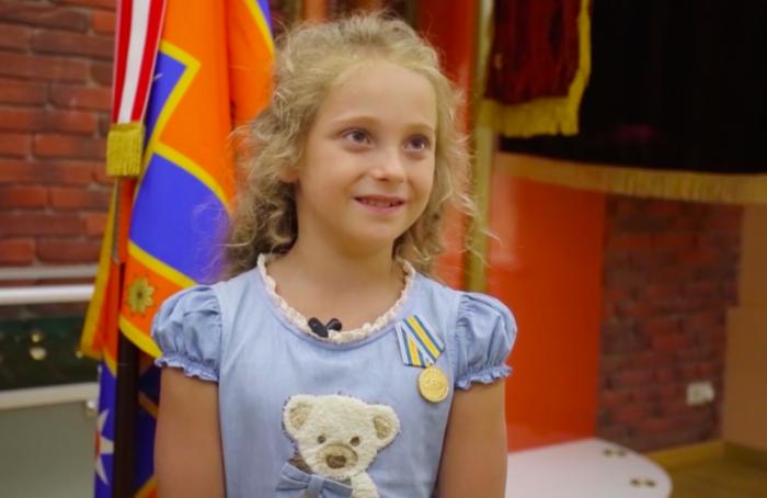 Восьмилетнюю петербурженку наградили медалью МЧС