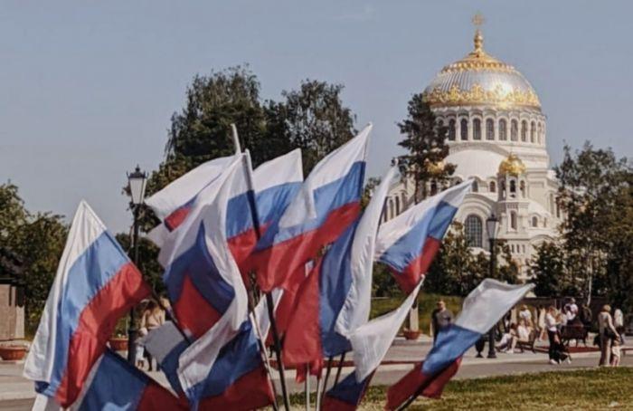 Жители Кронштадта недовольны оформлением города коДню России