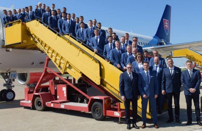 Сборная Словакии прилетела вПетербург наЕвро-2020