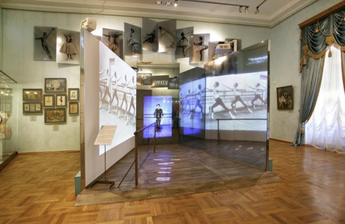 ВТеатральном музее открылась выставка «НЭП: хлеба изрелищ!»