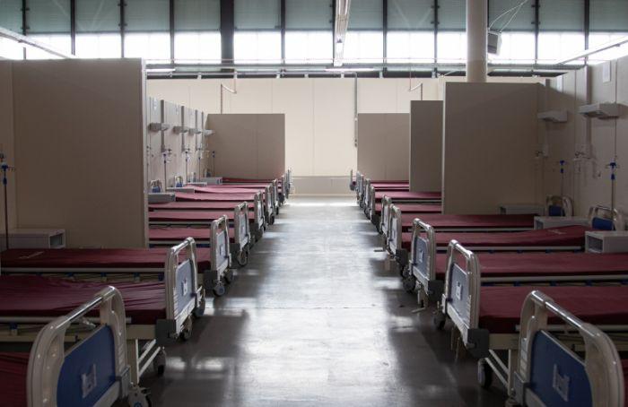 Вседьмом павильоне Ленэкспо лежат студенты петербургских вузов