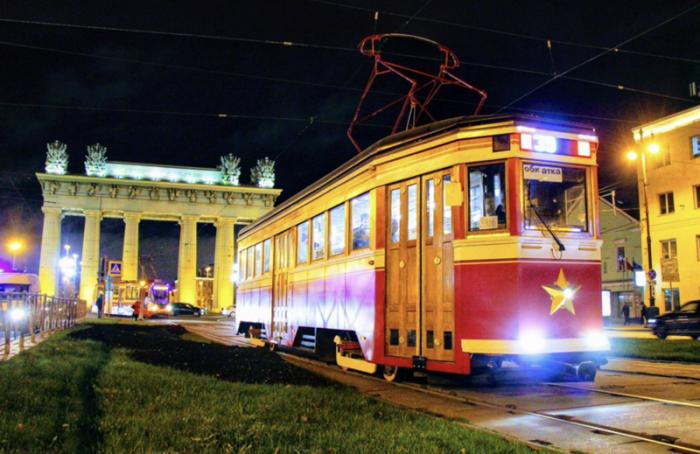 «Первый туристический» трамвай Петербурга будет работать ежедневно