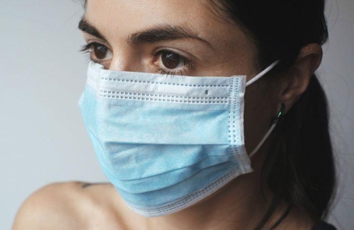В Петербурге усилят контроль за ношением масок в общественных местах