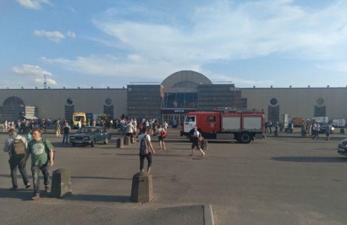 Четыре станции синей ветки метро закрыли из-за аварии втоннеле