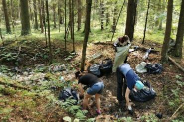 Велосипедисты собрали 101 мешок мусора наЖдановском озере