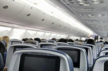 Самолет изПетербурга совершил экстренную посадку вМоскве