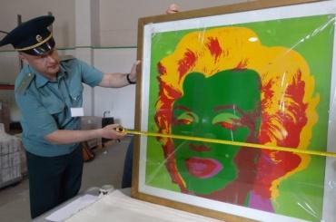 ВПетербург привезли более 100 картин Энди Уорхолла