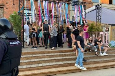 Из-за нарушений антиковидных правил вПетербурге прервали музыкальный фестиваль