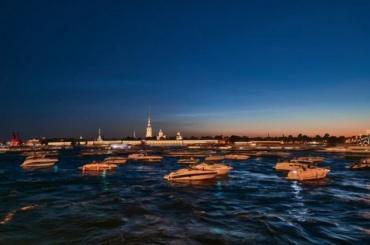 Фотограф показал серебристые облака над Петербургом