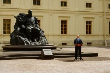 «Скала»: Путин открыл памятник Александру III вГатчине