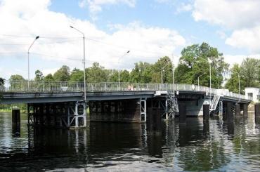 Из-за капитального ремонта закрыли движение по1-му Елагину мосту