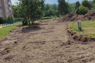 Когда ремонт неблаго: жильцы дома вКронштадте требуют вернуть зеленый газон водвор