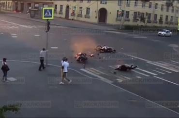 Два мотоциклиста столкнулись наперекрёстке