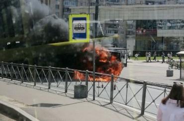 Пассажирский автобус загорелся наулице Савушкина