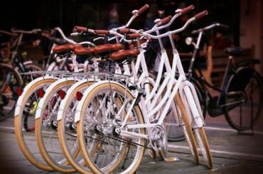 Жители Дачного проспекта жалуются напоявившиеся вместо велопроката ларьки