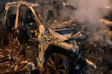 Неизвестные снова сожгли машину активиста Александра Виноградова