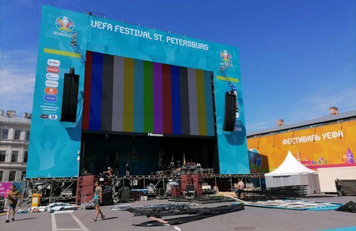 Центр Петербурга перекроют из-за установки фан-зоны наДворцовой площади