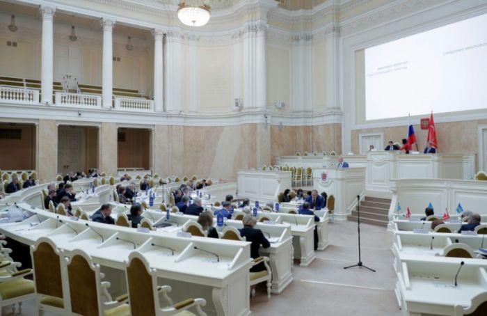 Петербургские депутаты торопятся провести выборы