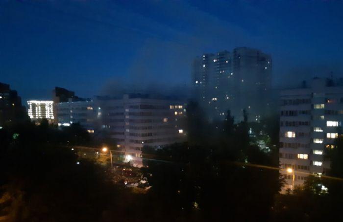 Изгорящей квартиры наКотельникова спасли восемь человек